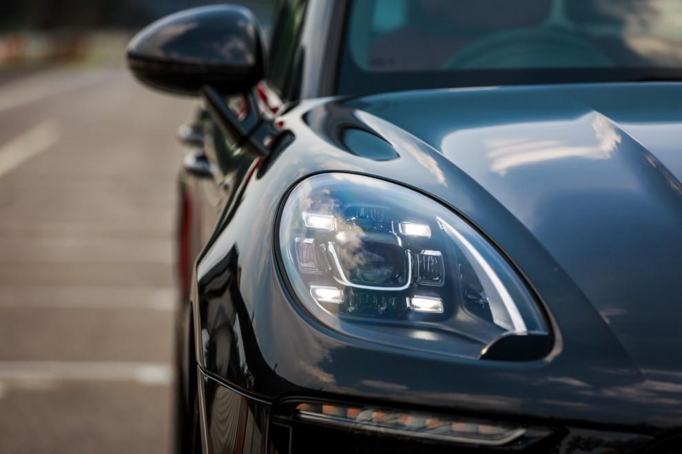 2016-Porsche-Macan-Update-20-990x660